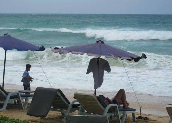 Ramada Phuket Southsea: Mid-noon waves at Karon beach