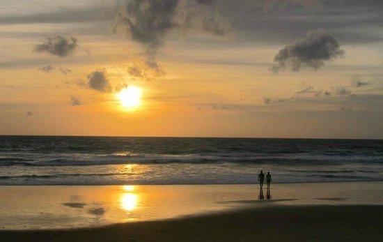 Ramada Phuket Southsea: Enjoy the sunset at Karon beach