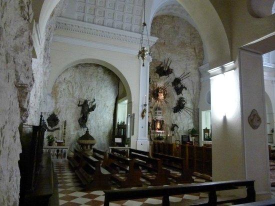 Interno della chiesa madre picture of santuario basilica for Santuario madonna della corona