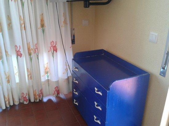 Parque das Amendoeiras : bedroom furniture