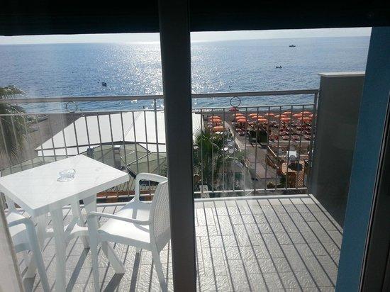 Maniel Beach Hotel: la terrazza