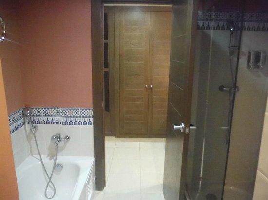 Iberostar Saidia : ducha y bañera