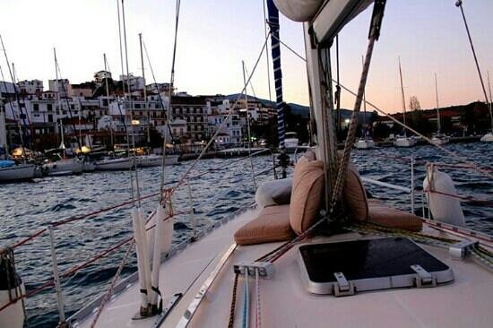 Sail the Day - Skiathos Sailing Trips : coming into Skiathos harbor