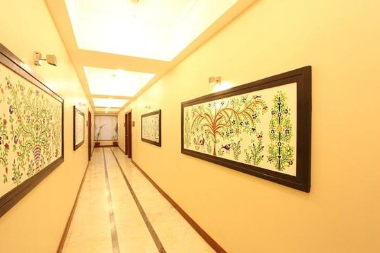GLASS INLAY WALL ART WORK - Picture of Amantra Comfort Hotel ...