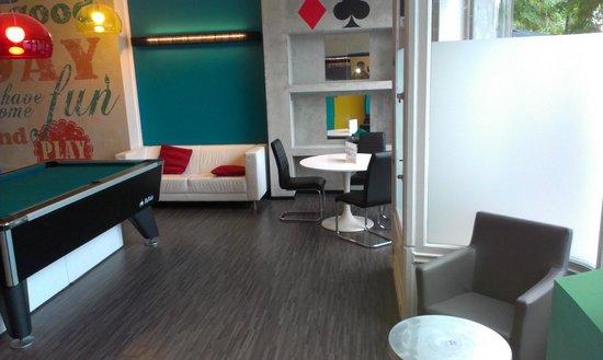 Floris Ustel Midi: Games room