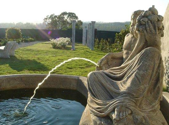 Valverde Country Hotel: formal garden