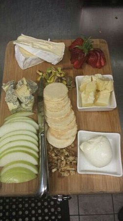 Sorrento Restaurant and Bar: Cheese plate