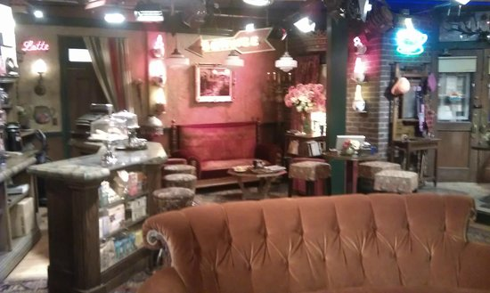 Warner Bros. Studio Tour Hollywood: Central Perk from Friends