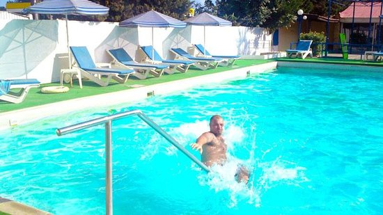 Caravel Hotel: In the pool