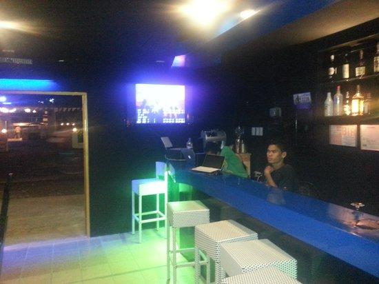 Rock N Roll Suites and Rock Cafe: rock cafe mactan