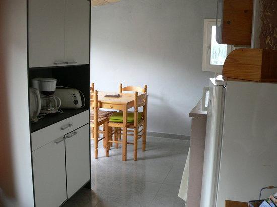 Chambres d'hote Chez Cecile : Cuisine chambre luberon