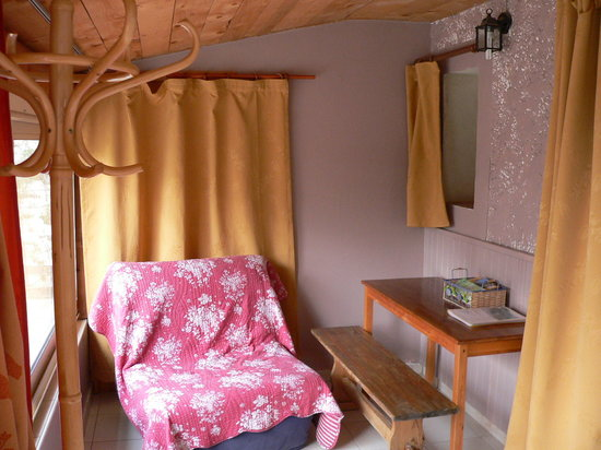Chambres d'hote Chez Cecile : salon chambre ventoux