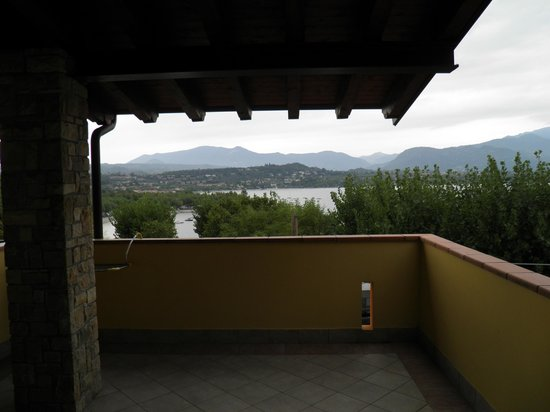 Hotel Residence Miralago Manerba del Garda : View from the balconny door