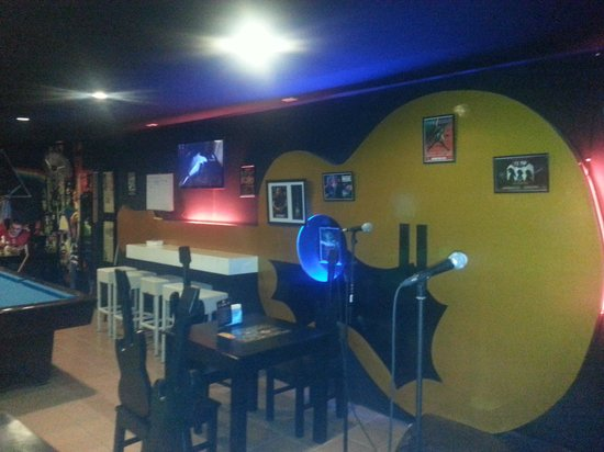 Rock N Roll Suites and Rock Cafe: the main bar