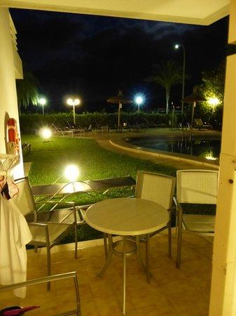 Apartamentos Bellamar: Nachts auf der Terrasse