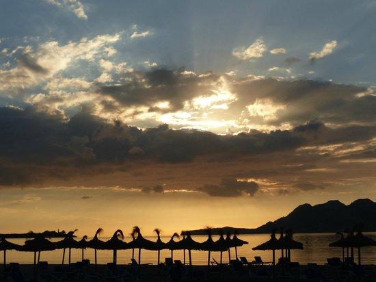 Apartamentos Bellamar: Sonnenaufgang über dem Meer