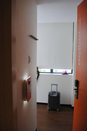 easyHotel Amsterdam : Entrada a la habitación