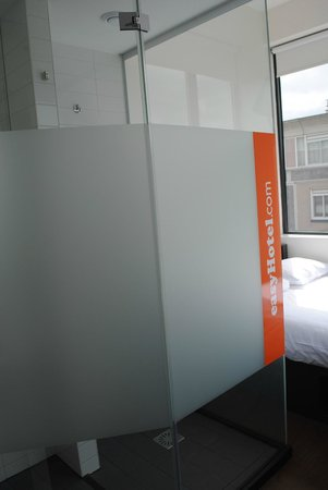 easyHotel Amsterdam : Baño