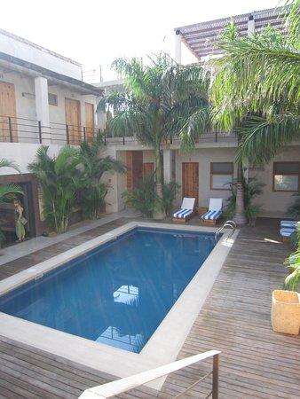 Hotel Casa Tota : Rooms Surrounding Pool