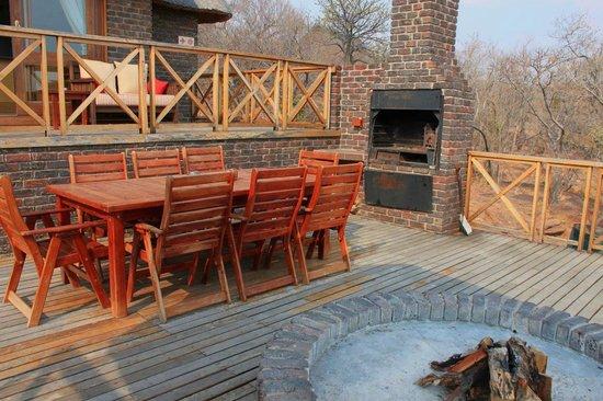 Dinkweng Safari Lodge: Deck braai