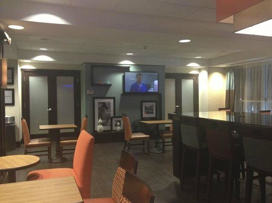 Hampton Inn Ithaca: Lobby/Breakfast area