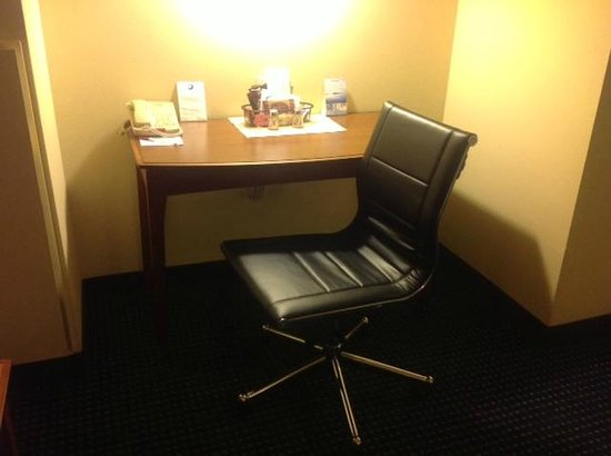 Residence Inn Boston Harbor on Tudor Wharf: Desk