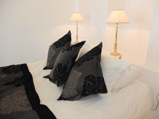 Above Blue Suites: bed