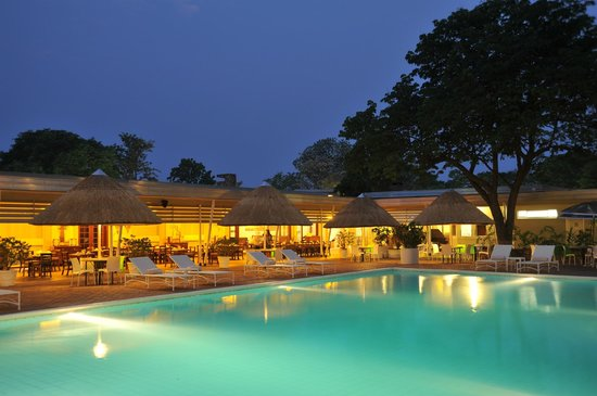 Cresta Sprayview Hotel: Pool Night Time
