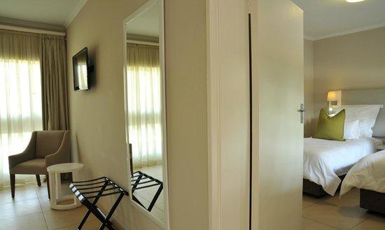Cresta Sprayview Hotel: Family Room