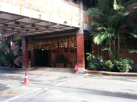 BTH Sarovaram: Entry to cafe