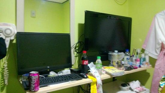 ข้าวสาร โซล อินซาดง: PC & TV. They have Cherry Coke too in Korea. Woo Hoo
