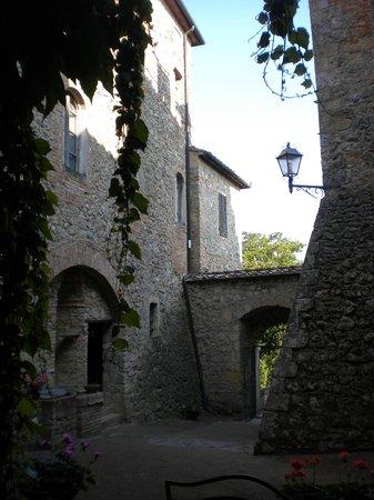 Castel Pietraio: Cortile interno