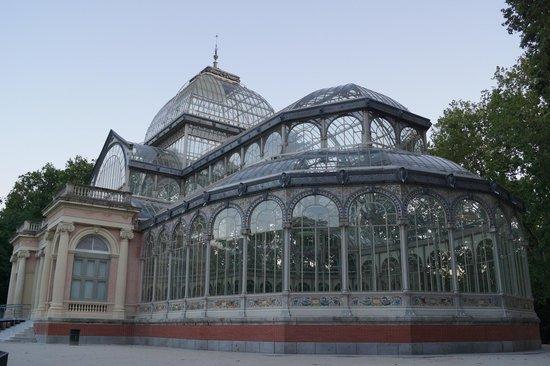 เรติโรปาร์ค: Стекляный дворец