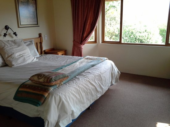 Montusi Mountain Lodge: the sad main bedroom