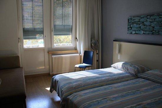 Bristol Hotel Zurich: Corner room with balcony