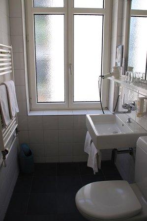 Bristol Hotel Zurich: Loved the shower!
