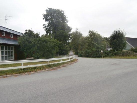 Una calle al lado del Welcome Hotel.
