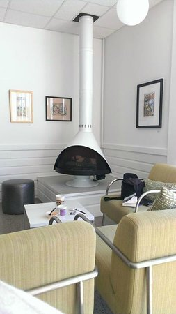 Harbor Hotel Provincetown : Dining room Fireplace!