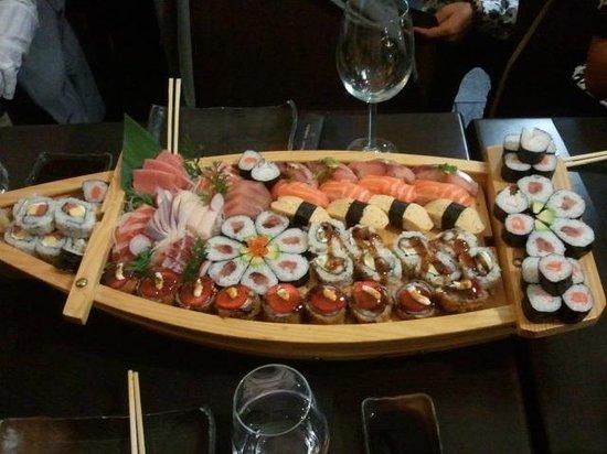 Kyoto Galicia (Vigo): Barca de sushi