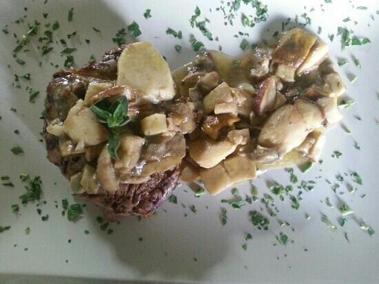 IL BIRIBISSO Ristorante Pizzeria Griglieria: filetto ai funghi porcini