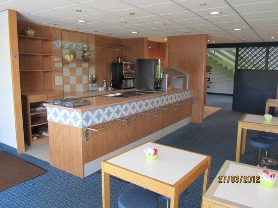 Ibis budget Brest Sud Plougastel : salle de petits dejeuners