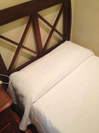 Simon Hotel: cama individual, colchon y almohadas comodas
