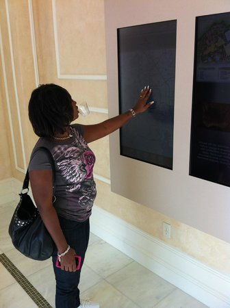 Waldorf Astoria Orlando : Strolling down the halls