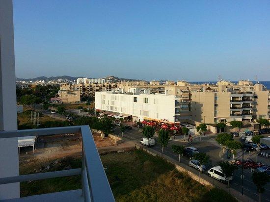 Apartamentos Playasol My Tivoli : By Day
