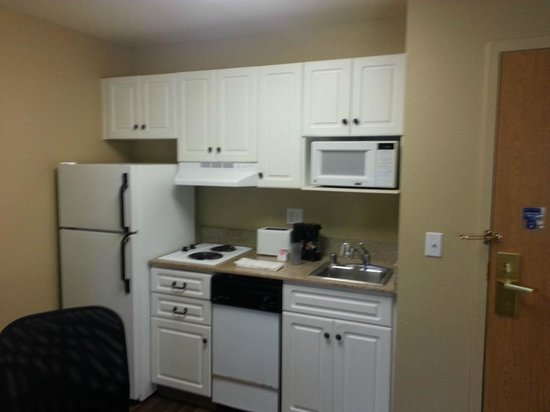 Extended Stay America - San Jose - Airport : Kitchen view