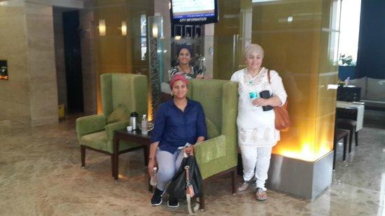 Ascot Hotel: Reception area