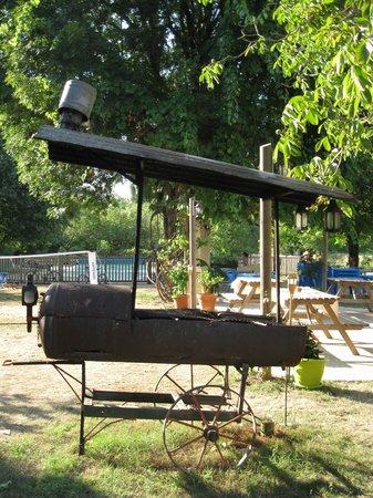 Camping La Ferme de Perdigat : barbecue magrets