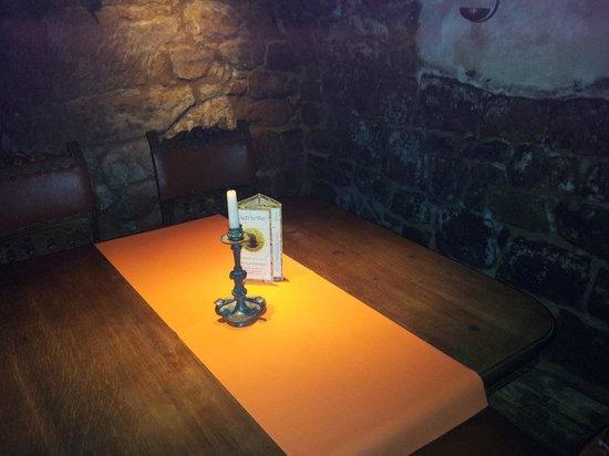 Balduin Keller: Gemütliche und abgeschiedene Tische im Gewölbe