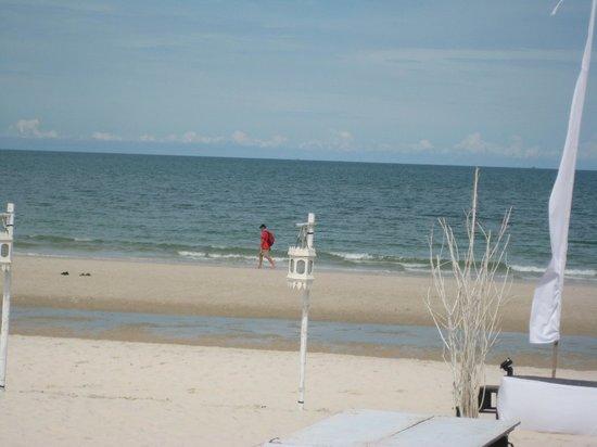 หัวหิน แมริออท รีสอร์ท แอนด์ สปา: Skøn strand med sand, sand sand.