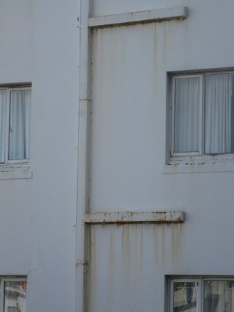 Ambassador Self-Catering Apartments: Outside Wall View from Luxury Apartment!